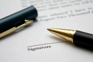 to-sign-a-contract-3-1221952-m